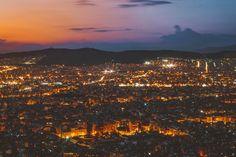Λυκαβηττός το βράδυ σημαίνει βαθύ ρομάντζο Athens, Paris Skyline, Greece, Travel, Greece Country, Viajes, Destinations, Traveling, Trips
