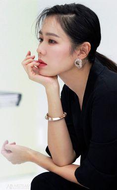 Son Ye Jin is a beauty in commercial photoshoot! Korean Actresses, Korean Actors, Actors & Actresses, Korean Beauty, Asian Beauty, Korean Celebrities, Celebs, Female Character Inspiration, Hyun Bin
