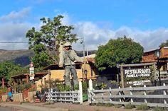 Estátua do Juquinha e entrada do Restaurante Panela de Pedra, na Serra do Cipó, município de Santana do Riacho, MG.