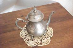 Antike, versilberte Kaffee/Teekanne von Atelier Regina auf DaWanda.com