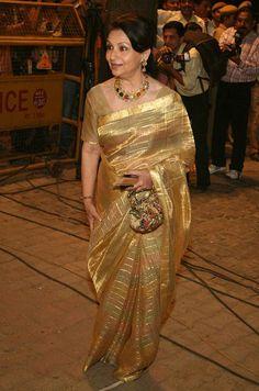 Sharmila Tagore in a beautiful simple beige color maheshwari sari at Saif Ali… Indian Attire, Indian Wear, Golden Saree, Indische Sarees, Organza Saree, Silk Sarees, Banarsi Saree, Formal Saree, Stylish Sarees