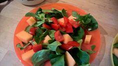 Feldsalat, rote Paprika und Melone.