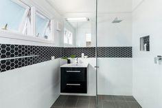 11-banheiro-preto-e-branco-faixa-pastilha