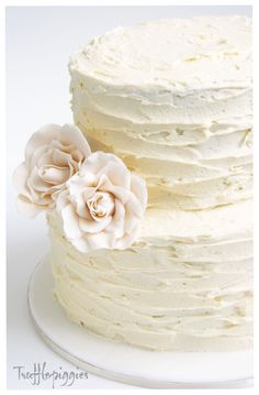 We would like the round two-tier cake for our wedding cake. Vanilla with Vanilla frosting and strawberries & cream filling.  Is it possible to make the cake look like this and use the same pink & white roses in the bridal bouquets?