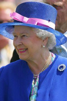 Broches da rainha Elizabeth II - conheça os mais icônicos 515f615fec0