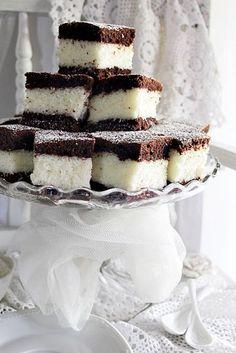 ~ KÓKUSZOS KOCKA ~   Illéskrisz Konyhája   Bloglovin' Croatian Recipes, Hungarian Recipes, Banana Dessert, Dessert Bread, Sweet Cookies, Sweet Treats, Sweet Recipes, Cake Recipes, Bread Recipes