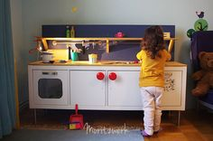 Kinderküche aus Kallax - Play kitchen made of Kallax - IKEA Hack | Moritzwerk