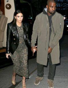 Alerte ! Le couple le plus en vue du moment a été aperçu hier soir, à New York, en compagnie de la papesse de la mode, Anna Wintour. http://www.elle.fr/People/Style/Look-du-jour/Le-look-du-jour-Kim-Kardashian-et-Kanye-West-a-New-York-2692873