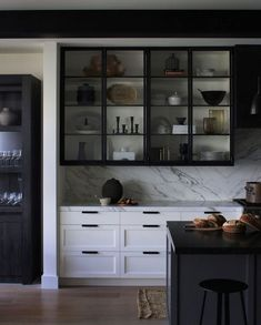 Choosing New Kitchen Cabinets If You Are Kitchen Remodeling Kitchen Ikea, Kitchen Wall Cabinets, New Kitchen, Kitchen Decor, Shaker Cabinets, Smart Kitchen, Kitchen Colors, Kitchen Storage, Classic Kitchen