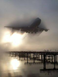 Na Névoa: Geralmente, nada impede de um grande avião comercial de chegar ao seu destino. Sempre a tecnologia e as habilidades da tripulação de voo prevalecem.