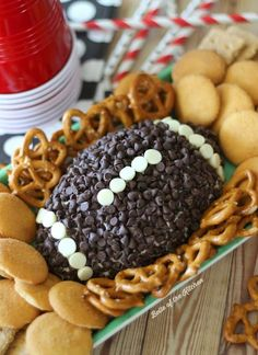 football food This Chocolate Chip Cheesecake Ball is the perfect appetizer for game day snacking! Go on and wow your guests at your next football party with this easy, yummy treat! Superbowl Desserts, Football Snacks, Tailgating Recipes, Superbowl Party Food Ideas, Football Recipes, Barbecue Recipes, Barbecue Sauce, Grilling Recipes, Cooking Recipes
