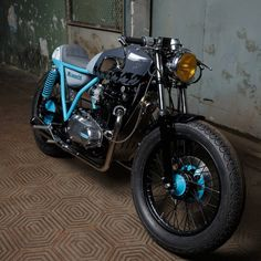 Kawasaki KZ400 Cafe Racer by Sparta garage #motorcycles #caferacer #motos | caferacerpasion.com
