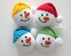 Knitting Patterns Sack Crochet Snowman Heads – Repeat Crafter Me Crochet Christmas Wreath, Crochet Wreath, Crochet Christmas Decorations, Christmas Crochet Patterns, Crochet Ornaments, Holiday Crochet, Crochet Crafts, Crochet Projects, Diy Projects