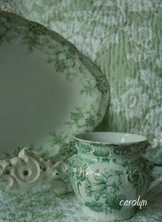 I'm not a huge fan of green unless it's very pale like seafoam or soft sage but this is quite pretty.