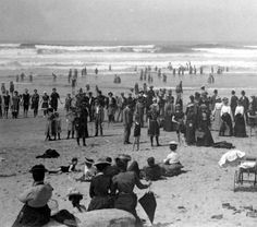 Crowds at Nye Beach, Newport, Oregon, early 1900's :: Ben Maxwell Collection