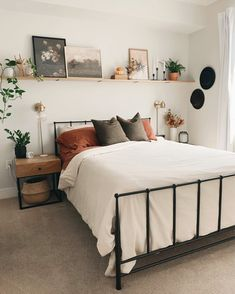 Bedroom Wall Decor Above Bed, Room Ideas Bedroom, Home Decor Bedroom, Master Bedroom, Decor For Above Bed, Interior Design Small Bedroom, Bedroom Wall Shelves, Bedroom Decorating Ideas, Wall Shelf Decor