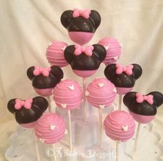 Minnie Mouse cakepops by @nibblerz_desserts