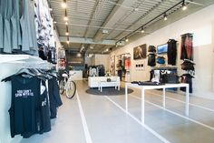 Experiential Retail Pop-Up Shops Are Shifting Brand Strategies | Carbon 38 Interior Pop Up Shopping Experience |  Lion'esque Group #Carbon38 #LionesqueGroup #popupshop