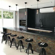 Área de Lazer com Churrasqueira: 15 Ideias para se Inspirar e Montar a Sua! Rustic Kitchen, Kitchen Decor, Kitchen Design, Home Room Design, House Design, Urban House, Bar Counter Design, Home Pub, Modern Mansion