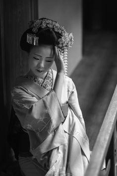 Vintage & antique kimonos from Japan. Geisha Japan, Kyoto Japan, Okinawa Japan, Japanese Beauty, Asian Beauty, Memoirs Of A Geisha, Art Asiatique, Traditional Japanese Art, Japanese Kimono
