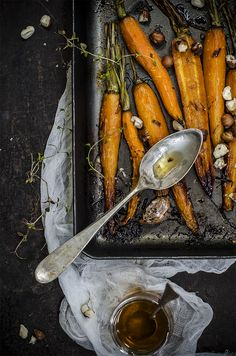 Carote arrosto con miele, timo e nocciole Roasted carrots with thyme, honey and hazelnuts