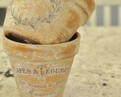 French-inspired terra cotta flower pots with decoupage. Then you can spray them with a matte top coat to seal. Large Flower Pots, Terracotta Flower Pots, Plastic Flower Pots, Indoor Flower Pots, Terra Cotta, Dollar Store Crafts, Dollar Stores, Vasos Vintage, Garden Basket