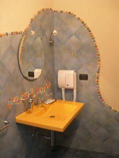 Bagno camera tripla Pegaso www.borgosanmartino.eu Sink, Mirror, Bathroom, Furniture, Home Decor, Self, Sink Tops, Washroom, Vessel Sink