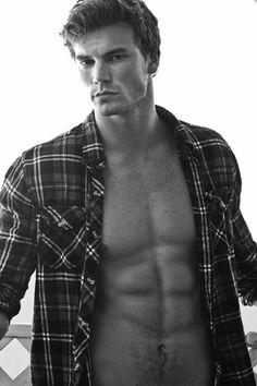 Derek Theler 08 | Male Celeb Bio & Pictures