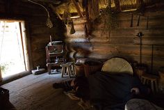 Inside of a Viking Home Viking House, Viking Age, Viking Tent, Viking Culture, Medieval World, Old Norse, Norse Vikings, Asatru, Witch House