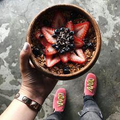 Healthy breakfast before to start the day. Have a great Thursday my loves! // A desayunar sano antes de empezar las citas del día. Que tengan bonito Jueves!