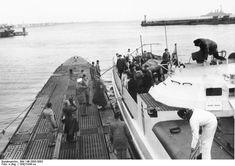 Schnellboot übernimmt Torpédos. Visite d'un U-Boot par Albert Speer.