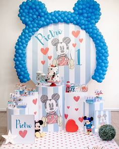 Organizing a birthday party can be as fun as the event itself if you have the right tips to think through all the details. Baby Boy First Birthday, Mickey Mouse Birthday, Mickey Mouse Art, Boy Birthday Parties, 16th Birthday, Baby Boy Birthday Themes, Festa Mickey Baby, Mickey Mouse Baby Shower, Mickey Party