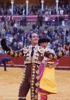 Pepe Moral en La Maestranza de Sevilla. 8 de abril, corta 1 oreja. #toros #torero #seville #lamaestranza
