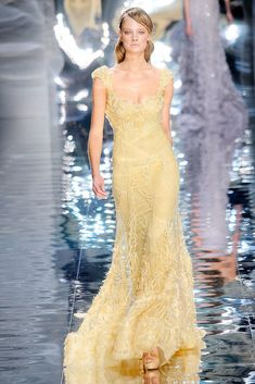 Elie Saab Spring 2010 Couture Fashion Show Collection: See the complete Elie Saab Spring 2010 Couture collection. Look 30