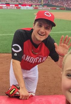 This is a perfect picture. Two things I love most...baseball and Josh Hutcherson! ❤️❤️