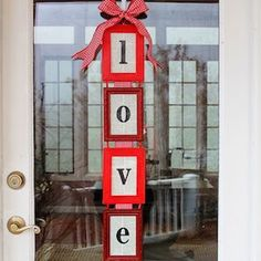 I'm in need of a new Valentine's Day wreath, so I've be scouring the web for ideas. Here are ten creative Valentine's Day Wreaths. Diy Valentines Day Wreath, Valentines Day Decorations, Valentine Day Love, Valentine Day Crafts, Holiday Crafts, Holiday Ideas, Holiday Themes, Valentine Ideas, Holiday Fun
