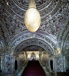 Large scale application of mirror mosaics in the hall of Golestan Palace, Tehran, Iran Image by youngrodv (Rob&Ale) - flickr