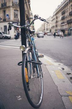 #bike #bokeh #paris #vintage #vsco #vscofilm  Via http://raphaeldupertuis.tumblr.com/post/42830042016/a-vintage-bike-in-paris-france