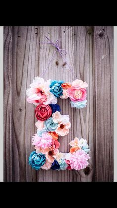 ▷ paper craft ideas - flowers, garlands and door .- ▷ Bastelideen aus Papier – Blumen, Girlanden und Türkränze 50 paper craft ideas – flowers, garlands and door wreaths - Nursery Letters, Diy Letters, Floral Letters, Decorative Letters For Wall, Wooden Letter Crafts, Letters With Flowers, Paper Flowers On Wall, Cardboard Letters, Decorative Objects