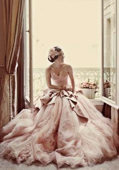 ピンクゴールドと大きいリボンのウェディングドレス!|Jewel Wedding