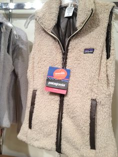 patagonia vest any color. Fuzzy or not fuzzy doesn't matter. Fall Winter Outfits, Winter Wear, Autumn Winter Fashion, Blazers, Vogue, Look At You, Winter Wardrobe, Swagg, Passion For Fashion