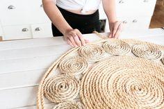 diy jute rug rugs diy how to make Carpet Diy, Rugs On Carpet, Hall Carpet, Cheap Carpet, The Sorry Girls, Braided Rag Rugs, Rope Rug, Circle Rug, Diy Braids