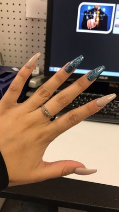 Acrylic Nails are artificial Nails. It's a popular Nail trend in Check out Acrylic Nails with designs, how to waer acrylic nails, shapes, color & Nails Polish, Aycrlic Nails, Hair And Nails, Best Acrylic Nails, Acrylic Nail Designs, Sparkly Acrylic Nails, Glitter Nails, Dream Nails, Love Nails