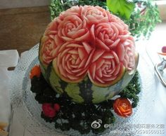 Melon as raw material for sculpting!