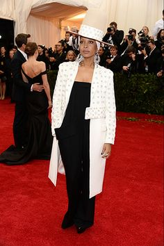 Erykah Badu, in Givenchy Haute Couture.