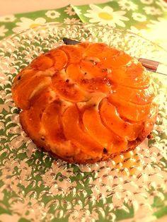 りんごじゃなくて、桃で作ったタルトタタン♫簡単にできるもんだー! - 11件のもぐもぐ - タルトタタン風ケーキ by maripl