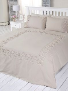 BERTINO NEVRESIM SETI LINEN - Chakra Linen Bedroom, Linen Bedding, Bedding Sets, Bedroom Decor, Let's Go To Bed, Cute Cushions, Embroidered Bedding, Couch Covers, Bed Spreads