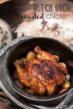 Dutch Oven Roasted Chicken Camp Oven Chicken Recipes - One pot rezepte Oven Roasted Chicken, Roast Chicken Recipes, Bacon, One Pot, Dutch Oven Whole Chicken, Cornish Hen Dutch Oven Recipe, Chips Ahoy, Granola, Pastas Recipes