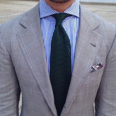 dolce-vita-lifestyle: Over Images of Luxury, Fashion and the Good life. Sexy and Erotic (NSFW)Hot Rods and Pin Ups Mens Fashion Suits, Mens Suits, Fashion Menswear, Terno Slim, Classic Men, Tie And Pocket Square, Pocket Squares, Suit Combinations, Sport Outfit