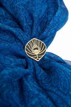 Unique Hand Made Brass Scarf Ring with Peacock Feather Silhouette Golden Colour photo 1/3
